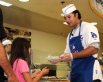 LOS ANGELES DODGERS ANDRE ETHIER AT UNION RESCUE MISSION