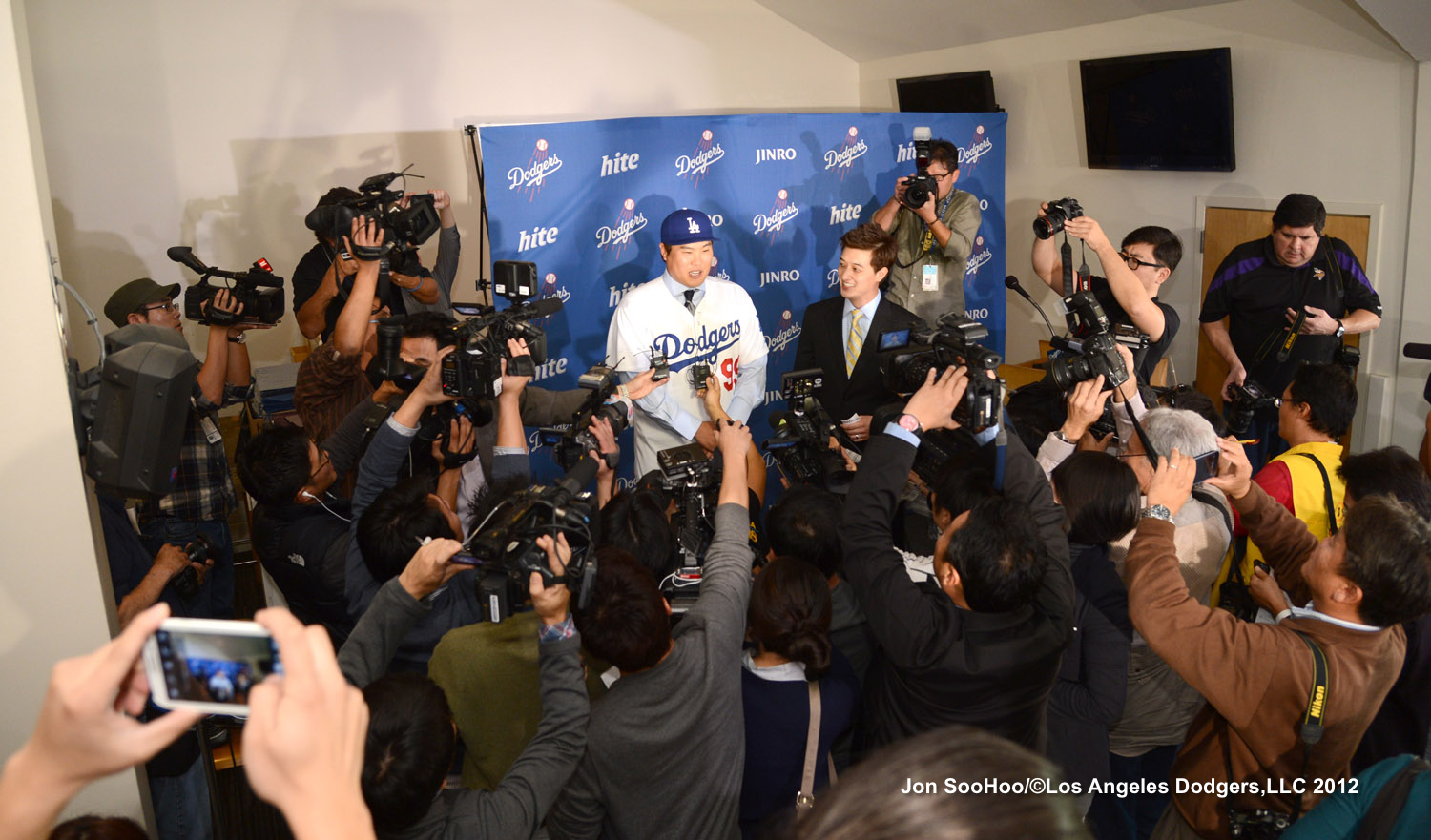 LOS ANGELES DODGERS HYUN-JIN RYU PRESS CONFERENCE