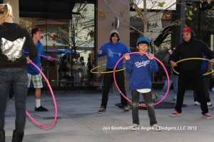 DODGER NICK PUNTO SIGNS AUTOGRAPHS AT WESTFIELD SHOPPING MALL IN VALENCIA