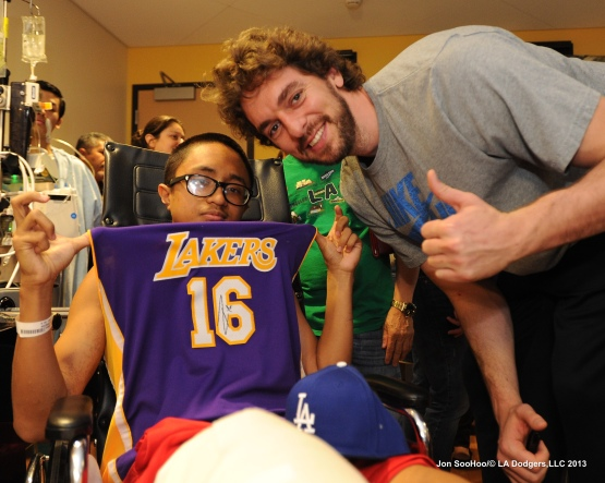 Los Angeles Dodgers Yasiel Puig and Los Angeles Lakers Pau Gasol visit Childrens Hospital