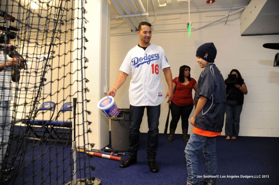 Dodgers Andre Ethier  visits with 10 year old Emily Lomeli