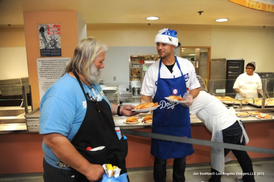 Dodgers Andre Ethier  visits the Union Rescue Mission