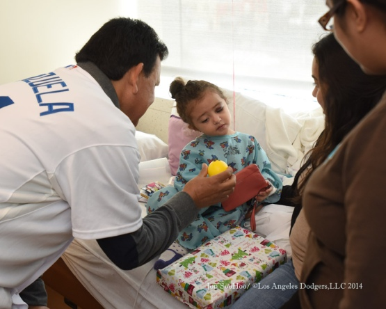 Fernando Valenzuela visits Children's Hospital Los Angeles