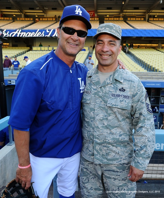 Don Mattingly poses for a photo with Air Force Chief Master Sergeant, Felix Fernandez Jr..