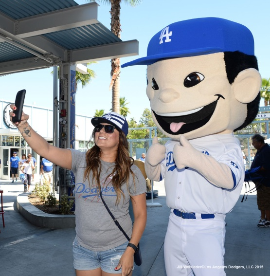 A fan poses for a selfie with the Dodger mascot. Jill Weisleder/LA Dodgers