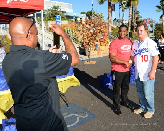 Ron Cey poses with volunteer during the Los Angeles Dodgers Thanksgiving Turkey Giveaway Thursday, November 19, 2015 in Los Angeles,California. Photo by Jon SooHoo/©Los Angeles Dodgers,LLC 2015