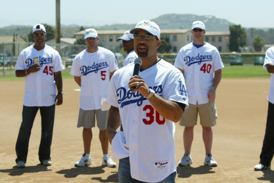 6/30/03-CAMP PENDLETON,CA--MANNY MOTA FOUNDATION CLINIC AT CAMP PENDLETON © JON SOOHOO