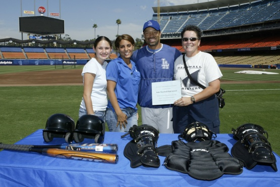 8/20/03-LOS ANGELES,CA-- DODGER SWIPES PROGRAM WITH DAVE ROBERTS. © JON SOOHOO