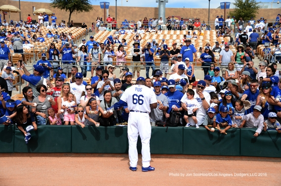 Los Angeles Dodgers Yasiel Puig signs for fans prior to game against the Arizona Diamondbacks  Saturday, March 5, 2016 at Camelback Ranch-Glendale in Phoenix, Arizona.