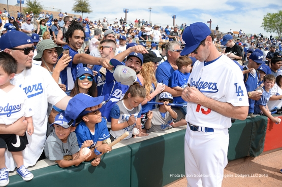 Los Angeles Dodgers Shawn Green signs for fans prior to game against the Arizona Diamondbacks  Saturday, March 5, 2016 at Camelback Ranch-Glendale in Phoenix, Arizona.