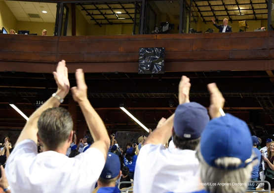 Los Angeles Dodgers Vin Scully waves to the crowd during game against the San Francisco Giants Friday, March 25, 2016 at Camelback Ranch-Glendale in Phoenix, Arizona