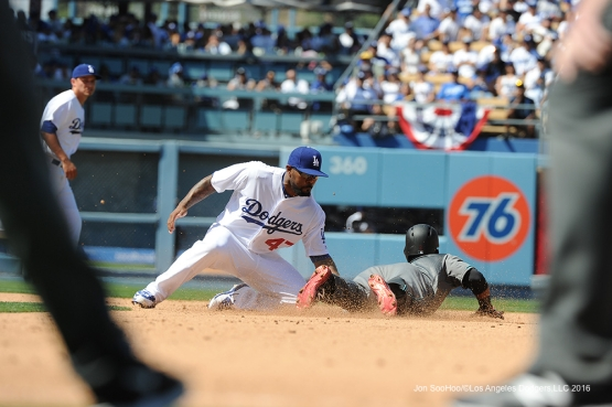Los Angeles Dodgers Howie Kendrick tags out runner during game against the Arizona Diamondbacks Tuesday, April 12, 2016 at Dodger Stadium.