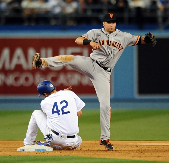 Joe Panik forces out Clayton Kershaw at second base.
