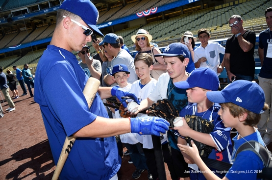 Los Angeles Dodgers Joc Pederson signs for fans prior to game against San Francisco Giants Saturday, April 16, 2016 at Dodger Stadium.