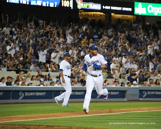 Los Angeles Dodgers Justin Turner scores against San Francisco Giants Saturday, April 16, 2016 at Dodger Stadium.