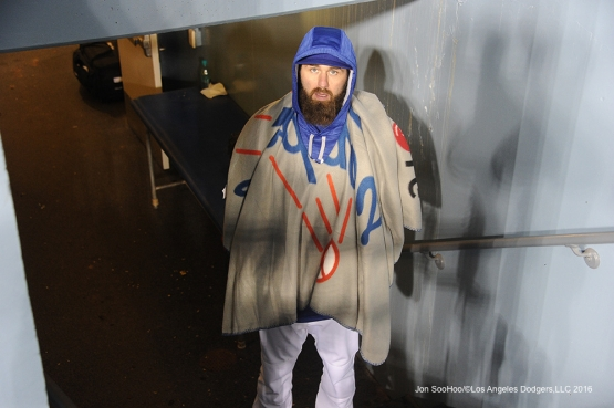 Los Angeles Dodgers Scott Van Slyke warms up with Dodgers blanket during game against Miami Marlins Wednesday, April 27, 2016 at Dodger Stadium.