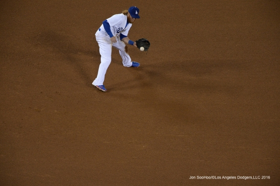 Los Angeles Dodgers Justin Turner fields ball against Miami Marlins Wednesday, April 27, 2016 at Dodger Stadium.