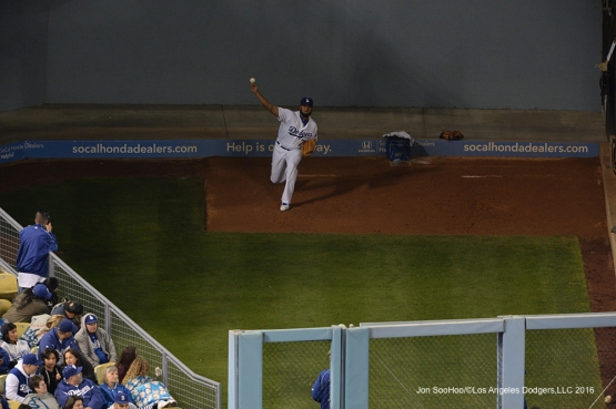 Los Angeles Dodgers Kenley Jansen warms up against Miami Marlins Wednesday, April 27, 2016 at Dodger Stadium.