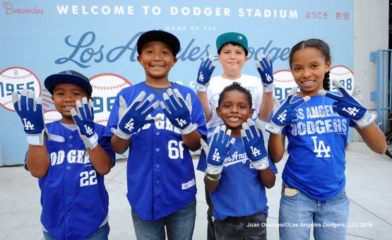 Kids batting gloves presented by Kellogg's Rice Krispies Treats were handed out to kids in attendance at the game.