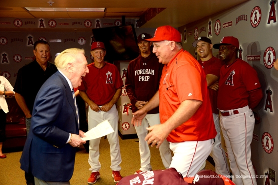 Vin Scully laughs it up with Mike Scioscia and Angels prior to game against the Los Angeles Angels of Anaheim Thursday, May 19, 2016 at Angels Stadium in Anaheim, California.  Jon SooHoo/©Los Angeles Dodgers,LLC 2016