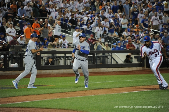 Los Angeles Dodgers Yasmani Grandal runs home to score in the ninth inning  against the New York Mets Friday, May 27, 2016 at Citi Field in Flushing,New York.