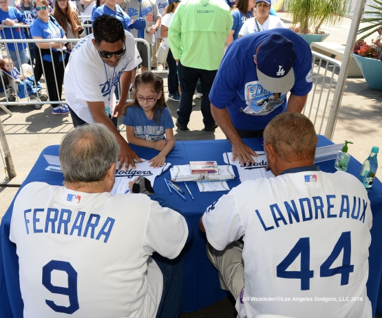 Dodger alumni Al Ferrara and Kenny Landreaux sing autographs during Viva Los Dodgers. Jill Weisleder/Dodgers