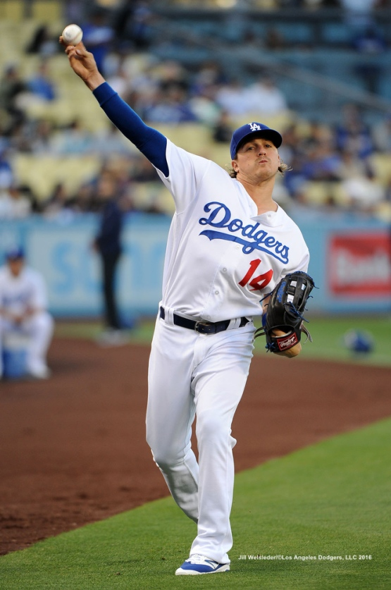 Kike Hernandez warms up his arm prior to the game agains the New York Mets. Jill Weisleder/Dodgers