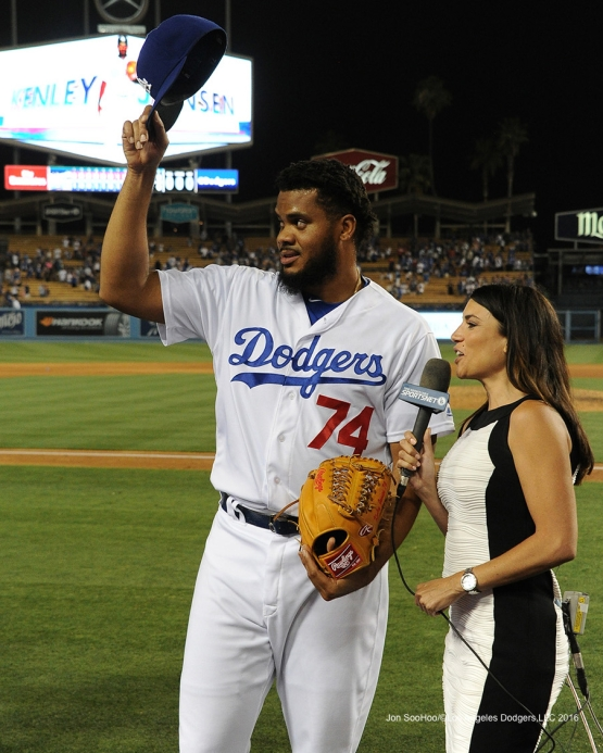 Kenley Jansen waves to the crowd after win against the Washington Nationals Monday, June 20,2016 at Dodger Stadium. Photo by Jon SooHoo/©Los Angeles Dodgers,LLC 2016