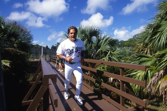 Mike Piazza crosses over bridge at Dodgertown in March 1997 © Jon SooHoo/Los Angeles Dodgers