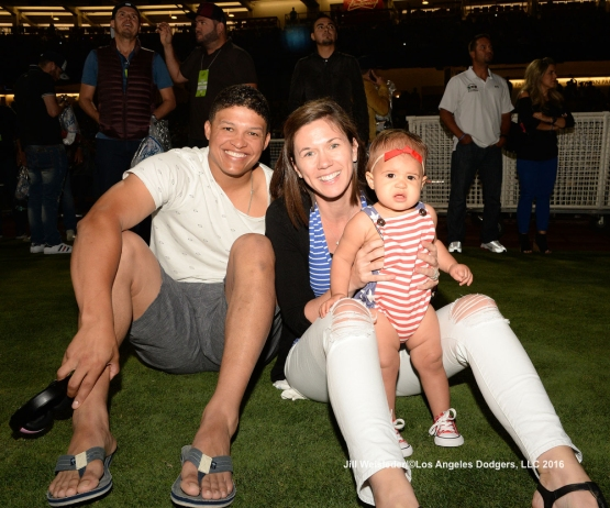 Will Venable and family get ready to watch the fireworks at Dodger Stadium. Jill Weisleder/Dodgers