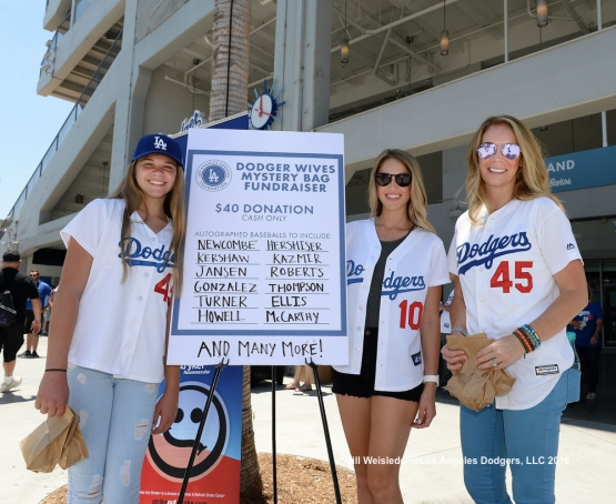 Dodger wives and girlfriends hold their second annual Mystery Bag fundraising event benefiting the Los Angeles Dodgers Foundation. Jill Weisleder/LA Dodgers
