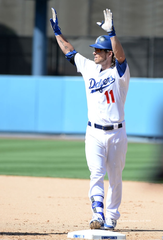 Josh Reddick acknowledges the crowd after getting his first hit as a Dodger. Jill Weisleder/Dodgers