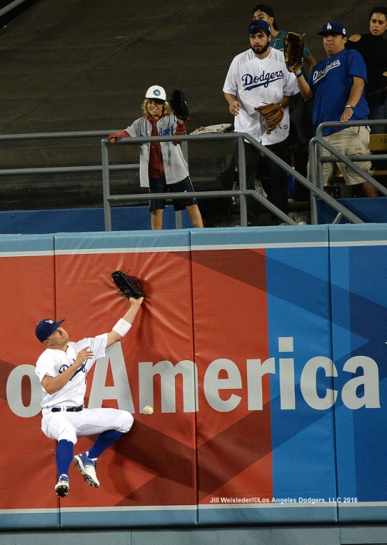Kike Hernandez attempts to make the catch. Jill Weisleder/Dodgers LOS ANGELES - AUGUST 23:  San Francisco Giants against the Los Angeles Dodgers on August 24, 2016 at Dodger Stadium in Los Angeles, California. LOS ANGELES - AUGUST 23:  San Francisco Giants against the Los Angeles Dodgers on August 24, 2016 at Dodger Stadium in Los Angeles, California. LOS ANGELES - AUGUST 23:  San Francisco Giants against the Los Angeles Dodgers on August 24, 2016 at Dodger Stadium in Los Angeles, California. LOS ANGELES - AUGUST 23:  San Francisco Giants against the Los Angeles Dodgers on August 24, 2016 at Dodger Stadium in Los Angeles, California. LOS ANGELES - AUGUST 23:  San Francisco Giants against the Los Angeles Dodgers on August 24, 2016 at Dodger Stadium in Los Angeles, California. LOS ANGELES - AUGUST 24:  San Francisco Giants against the Los Angeles Dodgers on August 24, 2016 at Dodger Stadium in Los Angeles, California. LOS ANGELES - AUGUST 24:  San Francisco Giants against the Los Angeles Dodgers on August 24, 2016 at Dodger Stadium in Los Angeles, California. LOS ANGELES - AUGUST 23:  San Francisco Giants against the Los Angeles Dodgers on August 24, 2016 at Dodger Stadium in Los Angeles, California. LOS ANGELES - AUGUST 23:  San Francisco Giants against the Los Angeles Dodgers on August 24, 2016 at Dodger Stadium in Los Angeles, California. LOS ANGELES - AUGUST 23:  San Francisco Giants against the Los Angeles Dodgers on August 24, 2016 at Dodger Stadium in Los Angeles, California. LOS ANGELES - AUGUST 23:  San Francisco Giants against the Los Angeles Dodgers on August 24, 2016 at Dodger Stadium in Los Angeles, California. LOS ANGELES - AUGUST 24:  San Francisco Giants against the Los Angeles Dodgers on August 24, 2016 at Dodger Stadium in Los Angeles, California. LOS ANGELES - AUGUST 23:  San Francisco Giants against the Los Angeles Dodgers on August 24, 2016 at Dodger Stadium in Los Angeles, California. LOS ANGELES - AUGUST 23:  San Francisco Giants against the Los Angeles Dodgers on August 24, 2016 at Dodger Stadium in Los Angeles, California. LOS ANGELES - AUGUST 23:  San Francisco Giants against the Los Angeles Dodgers on August 24, 2016 at Dodger Stadium in Los Angeles, California. LOS ANGELES - AUGUST 23:  San Francisco Giants against the Los Angeles Dodgers on August 24, 2016 at Dodger Stadium in Los Angeles, California. LOS ANGELES - AUGUST 24:  San Francisco Giants against the Los Angeles Dodgers on August 24, 2016 at Dodger Stadium in Los Angeles, California. LOS ANGELES - AUGUST 23:  San Francisco Giants against the Los Angeles Dodgers on August 24, 2016 at Dodger Stadium in Los Angeles, California. LOS ANGELES - AUGUST 23:  San Francisco Giants against the Los Angeles Dodgers on August 24, 2016 at Dodger Stadium in Los Angeles, California. LOS ANGELES - AUGUST 23:  San Francisco Giants against the Los Angeles Dodgers on August 24, 2016 at Dodger Stadium in Los Angeles, California. LOS ANGELES - AUGUST 23:  San Francisco Giants against the Los Angeles Dodgers on August 24, 2016 at Dodger Stadium in Los Angeles, California. LOS ANGELES - AUGUST 24:  San Francisco Giants against the Los Angeles Dodgers on August 24, 2016 at Dodger Stadium in Los Angeles, California. LOS ANGELES - AUGUST 23:  San Francisco Giants against the Los Angeles Dodgers on August 24, 2016 at Dodger Stadium in Los Angeles, California. LOS ANGELES - AUGUST 23:  San Francisco Giants against the Los Angeles Dodgers on August 24, 2016 at Dodger Stadium in Los Angeles, California. LOS ANGELES - AUGUST 23:  San Francisco Giants against the Los Angeles Dodgers on August 24, 2016 at Dodger Stadium in Los Angeles, California. LOS ANGELES - AUGUST 23:  San Francisco Giants against the Los Angeles Dodgers on August 24, 2016 at Dodger Stadium in Los Angeles, California. LOS ANGELES - AUGUST 23:  San Francisco Giants against the Los Angeles Dodgers on August 24, 2016 at Dodger Stadium in Los Angeles, California. LOS ANGELES - AUGUST 24:  San Francisco Giants against the Los Angeles Dodgers on August 24, 2016 at Dodger Stadium in Los Angeles, California. LOS ANGELES - AUGUST 23:  San Francisco Giants against the Los Angeles Dodgers on August 24, 2016 at Dodger Stadium in Los Angeles, California. LOS ANGELES - AUGUST 23:  San Francisco Giants against the Los Angeles Dodgers on August 24, 2016 at Dodger Stadium in Los Angeles, California. LOS ANGELES - AUGUST 23:  San Francisco Giants against the Los Angeles Dodgers on August 24, 2016 at Dodger Stadium in Los Angeles, California. LOS ANGELES - AUGUST 23:  San Francisco Giants against the Los Angeles Dodgers on August 24, 2016 at Dodger Stadium in Los Angeles, California. LOS ANGELES - AUGUST 23:  San Francisco Giants against the Los Angeles Dodgers on August 24, 2016 at Dodger Stadium in Los Angeles, California. LOS ANGELES - SEPTEMBER 1:  Los Angeles Dodgers Bark In The Park event on September 1, 2012 at Dodger Stadium in Los Angeles, California.LOS ANGELES - AUGUST 24:  San Francisco Giants against the Los Angeles Dodgers on August 24, 2016 at Dodger Stadium in Los Angeles, California. LOS ANGELES - AUGUST 24:  San Francisco Giants against the Los Angeles Dodgers on August 24, 2016 at Dodger Stadium in Los Angeles, California. LOS ANGELES - AUGUST 23:  San Francisco Giants against the Los Angeles Dodgers on August 24, 2016 at Dodger Stadium in Los Angeles, California. LOS ANGELES - AUGUST 23:  San Francisco Giants against the Los Angeles Dodgers on August 24, 2016 at Dodger Stadium in Los Angeles, California. LOS ANGELES - AUGUST 23:  San Francisco Giants against the Los Angeles Dodgers on August 24, 2016 at Dodger Stadium in Los Angeles, California. LOS ANGELES - AUGUST 23:  San Francisco Giants against the Los Angeles Dodgers on August 24, 2016 at Dodger Stadium in Los Angeles, California. LOS ANGELES - AUGUST 24:  San Francisco Giants against the Los Angeles Dodgers on August 24, 2016 at Dodger Stadium in Los Angeles, California. LOS ANGELES - AUGUST 23:  San Francisco Giants against the Los Angeles Dodgers on August 24, 2016 at Dodger Stadium in Los Angeles, California. LOS ANGELES - AUGUST 23:  San Francisco Giants against the Los Angeles Dodgers on August 24, 2016 at Dodger Stadium in Los Angeles, California. LOS ANGELES - AUGUST 23:  San Francisco Giants against the Los Angeles Dodgers on August 24, 2016 at Dodger Stadium in Los Angeles, California. LOS ANGELES - AUGUST 23:  San Francisco Giants against the Los Angeles Dodgers on August 24, 2016 at Dodger Stadium in Los Angeles, California. LOS ANGELES - AUGUST 24:  San Francisco Giants against the Los Angeles Dodgers on August 24, 2016 at Dodger Stadium in Los Angeles, California. LOS ANGELES - AUGUST 23:  San Francisco Giants against the Los Angeles Dodgers on August 24, 2016 at Dodger Stadium in Los Angeles, California. LOS ANGELES - AUGUST 23:  San Francisco Giants against the Los Angeles Dodgers on August 24, 2016 at Dodger Stadium in Los Angeles, California. LOS ANGELES - AUGUST 23:  San Francisco Giants against the Los Angeles Dodgers on August 24, 2016 at Dodger Stadium in Los Angeles, California. LOS ANGELES - AUGUST 23:  San Francisco Giants against the Los Angeles Dodgers on August 24, 2016 at Dodger Stadium in Los Angeles, California. LOS ANGELES - AUGUST 24:  San Francisco Giants against the Los Angeles Dodgers on August 24, 2016 at Dodger Stadium in Los Angeles, California. LOS ANGELES - AUGUST 23:  San Francisco Giants against the Los Angeles Dodgers on August 24, 2016 at Dodger Stadium in Los Angeles, California. LOS ANGELES - AUGUST 23:  San Francisco Giants against the Los Angeles Dodgers on August 24, 2016 at Dodger Stadium in Los Angeles, California. LOS ANGELES - AUGUST 23:  San Francisco Giants against the Los Angeles Dodgers on August 24, 2016 at Dodger Stadium in Los Angeles, California. LOS ANGELES - AUGUST 23:  San Francisco Giants against the Los Angeles Dodgers on August 24, 2016 at Dodger Stadium in Los Angeles, California. LOS ANGELES - AUGUST 23:  San Francisco Giants against the Los Angeles Dodgers on August 24, 2016 at Dodger Stadium in Los Angeles, California. LOS ANGELES - AUGUST 24:  San Francisco Giants against the Los Angeles Dodgers on August 24, 2016 at Dodger Stadium in Los Angeles, California. LOS ANGELES - AUGUST 23:  San Francisco Giants against the Los Angeles Dodgers on August 24, 2016 at Dodger Stadium in Los Angeles, California. LOS ANGELES - AUGUST 23:  San Francisco Giants against the Los Angeles Dodgers on August 24, 2016 at Dodger Stadium in Los Angeles, California. LOS ANGELES - AUGUST 23:  San Francisco Giants against the Los Angeles Dodgers on August 24, 2016 at Dodger Stadium in Los Angeles, California. LOS ANGELES - AUGUST 23:  San Francisco Giants against the Los Angeles Dodgers on August 24, 2016 at Dodger Stadium in Los Angeles, California. LOS ANGELES - AUGUST 23:  San Francisco Giants against the Los Angeles Dodgers on August 24, 2016 at Dodger Stadium in Los Angeles, California.