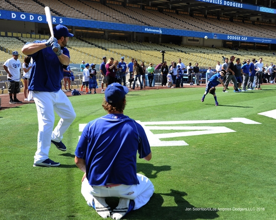 Mason Smith pitches to Rob Segedin and Clayton Kershaw prior to  game against the Arizona Diamondbacks Monday, September 5, 2016 at Dodger Stadium. Photo by Jon SooHoo/©Los Angeles Dodgers,LLC 2016
