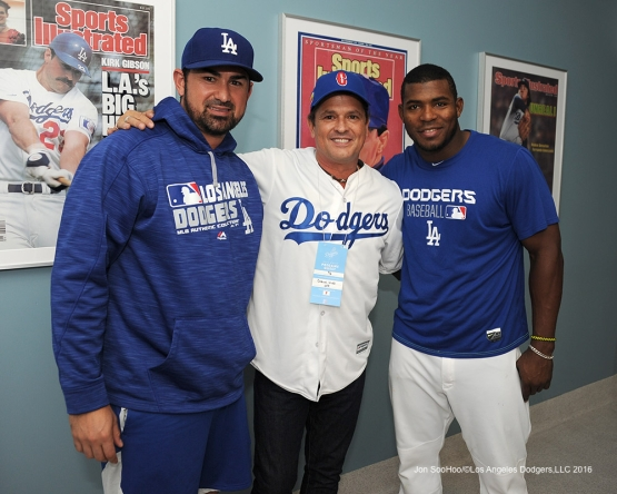 Columbia's popular musician Carlos Vives poses with Adrian Gonzalez and Yasiel Puig prior to game against the Arizona Diamondbacks Tuesday, September 6, 2016 at Dodger Stadium. Photo by Jon SooHoo/©Los Angeles Dodgers,LLC 2016
