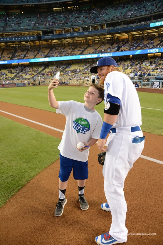 Justin Turner and fan with a selfie before game against the Arizona Diamondbacks Wednesday, September 7, 2016 at Dodger Stadium. Photo by Jon SooHoo/©Los Angeles Dodgers,LLC 2016