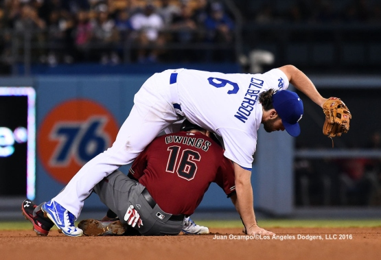 Charlie Culberson tags out the Diamondbacks' Chris Owings.