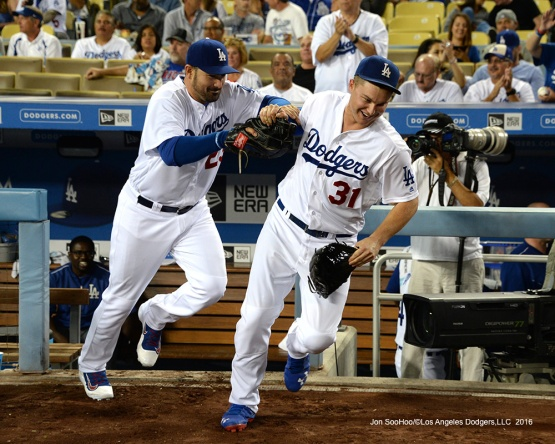 Los Angeles Dodgers take the field for game against the San Francisco Giants Tuesday, September 20, 2016 at Dodger Stadium. Photo by Jon SooHoo/©Los Angeles Dodgers,LLC 2016