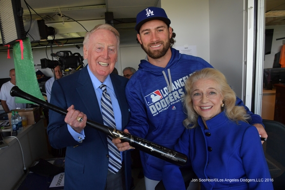 Vin and Sandi Scully pose with Charlie Culberson before Los Angeles Dodgers game against the San Francisco Giants Saturday, October 1, 2016 at AT&T Park. Photo by Jon SooHoo/©Los Angeles Dodgers,LLC 2016