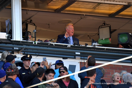 Vin Scully waves to the crowd Saturday, October 1, 2016 at AT&T Park. Photo by Jon SooHoo/©Los Angeles Dodgers,LLC 2016